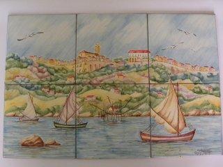 ( CODICE ARTICOLO: HI/11) Pannello decorato a mano con veduta del centro storico di  Vasto dal mare.Tecnica:maiolica