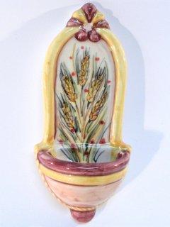 (CODICE ARTICOLO: ARV/06) Acquasantiera dipinta a mano con grano. Tecnica decorativa: a pennello con colori soprasmalto invetriati