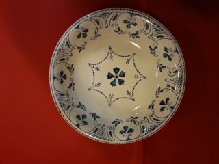 """(CODICE ARTICOLO: AL/03) Alzatina dipinta a mano con decoro """"Pompei"""". Tecnica: maiolica."""