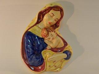 (CODICE ARTICOLO: ARV/12) Bassorilievo con Madonna e Bambino dipinto a mano. Tecnica : maiolica