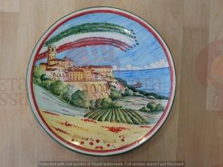 ( CODICE ARTICOLO: HI/24) Piatto murale dipinto a mano dedicato alle Frecce Tricolori a Vasto. Tecnica:Maiolica