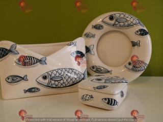 """(CODICE ARTICOLO: PL/18+PF/11) Portalettere da tavolo, portafoto e scatolina dipinti a mano con con decoro dei """"pesci blu"""".Tecnica:maiolica"""