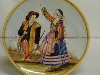 """cod.art: lc09 - Piatto in ceramica da cm 35, raffigurante """"Costumi tradizionali"""". Ne vorresti uno simile? Invia una richiesta e riceverai il preventivo con le spese di spedizione."""