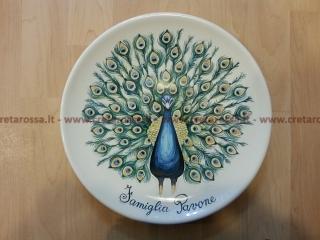 cod.art: pt22 - Piatto in ceramica dipinto a mano e personalizzato in base alle esigenze del cliente. Ne vorresti uno simile? Invia una richiesta e riceverai il preventivo con le spese di spedizione.