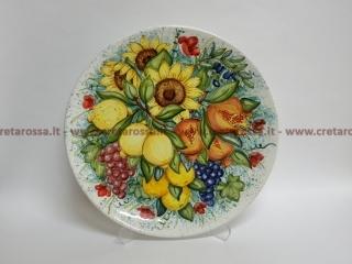 cod.art: pt01 - Piatto in ceramica dipinto a mano con frutta e fiori. Ne vorresti uno simile? Invia una richiesta e riceverai il preventivo con le spese di spedizione.
