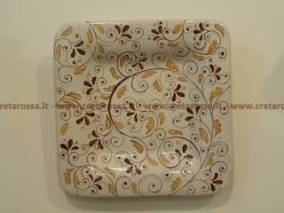 cod.art: pt16 - Piatto in ceramica dipinto a mano e personalizzato in base alle esigenze del cliente. Ne vorresti uno simile? Invia una richiesta e riceverai il preventivo con le spese di spedizione.