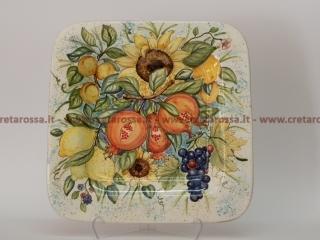 cod.art: pt02 - Piatto in ceramica dipinto a mano con frutta e fiori. Ne vorresti uno simile? Invia una richiesta e riceverai il preventivo con le spese di spedizione.