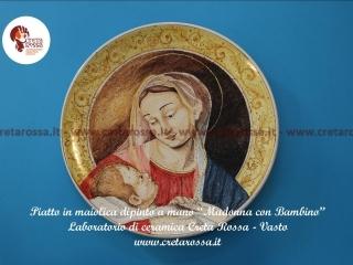 """cod.art: lc05A - Piatto in ceramica da cm 35, raffigurante """"Madonna con Bambino"""". Ne vorresti uno simile? Invia una richiesta e riceverai il preventivo con le spese di spedizione."""