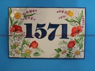 cod.art: nc36a - Mattonella in ceramica, cm 20x30 con decoro dei fiori. Ne vorresti una simile? Di che misure la desideri?  Invia una richiesta e riceverai il preventivo con le spese di spedizione.