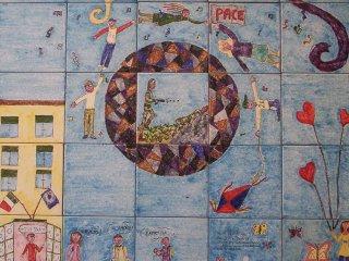 Particolare del pannello in maiolica 100x100 cm esposto fuori dalla scuola elementare L.Martella di Vasto. Autori dell'Opera: alunni di classe 5° a.s.2007/2008