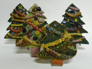 """""""Alberi di Natale"""" - lavori realizzati dai bambini durante i corsi dentro il laboratorio"""