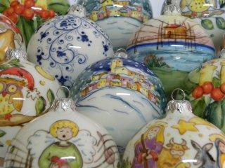 Palline di natale in ceramica, dipinte a mano. Tecnica: maiolica