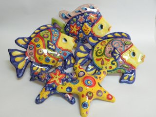 ( CODICE ARTICOLO: AS/09) Pesci in ceramica tropicali e stelle marine in ceramica realizzate e decorate a mano.Tecnica:maiolica
