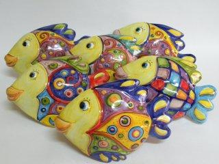 """( CODICE ARTICOLO: AS/05) Pesci in ceramica modello """"Adriatico""""da parete realizzati e dipinti a mano . Tecnica: maiolica"""