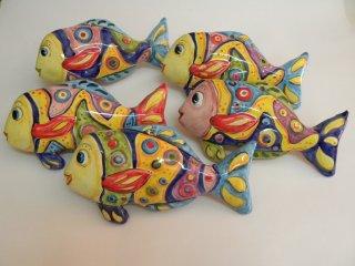 """( CODICE ARTICOLO: AS/03) Pesci in ceramica modello """"Tirreno""""da parete realizzati e dipinti a mano . Tecnica: maiolica"""