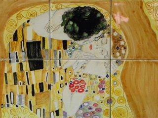 """""""Il bacio"""" di G.Klimt - pannello in maiolica 45x30 - particolare. Lavoro realizzato durante i corsi tenuti all'interno del laboratorio."""