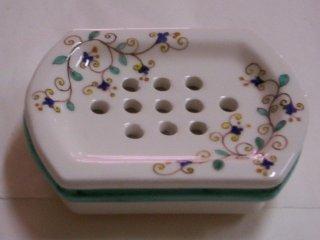 (CODICE ARTICOLO: AB/09) Portasaponetta decorata a mano con motivo floreale arabo.Tecnica:maiolica