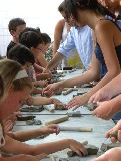 Favolare - laboratori di ceramica per bambini dell'Università di Harvard con il laboratorio Creta Rossa