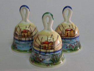 campanelle in ceramica dipinte a mano dal laboratorio di ceramica Creta Rossa di Vasto.