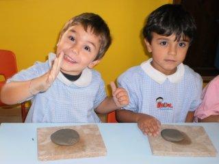 """Corso di ceramica per bambini presso la scuola materna """"Il Girotondo"""" di Vasto. Anno scolastico 2010-2011."""