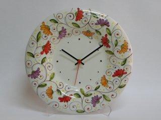 """Orologio da parete dipinto a mano con """"Fiori di cera"""". tecnica: maiolica."""