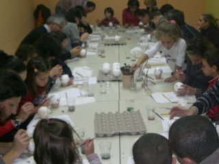 Corsi di ceramica per bambini all' Albero Azzurro di Vasto - decorazione -manipolazione dell'argilla