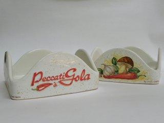 (CODICE ARTICOLO: AZ/03) Portatovaglioli dipinto a mano con personalizzazione e inserimento del logo aziendale. Tecnica: maiolica