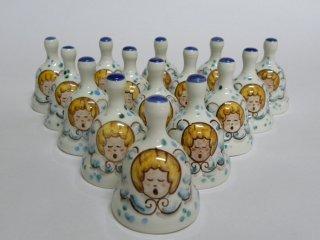 (CODICE ARTICOLO: CAM/21) campanelle in ceramica  dipinte a mano, modello mignon, con angioletto. Tecnica: maiolica