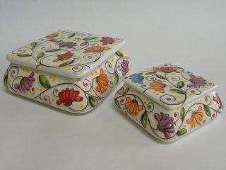 (CODICE ARTICOLO: SC/01) Bomboniere in ceramica dipinte a mano per battesimo, comunione, matrimonio o anniversario: scatoline con