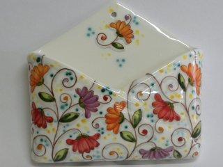 """(CODICE ARTICOLO: PL/01) Portalettere con decoro """"Fiori di cera"""" - Produzione artigianale in ceramica dipinta a mano.Tecnica: maiolica"""