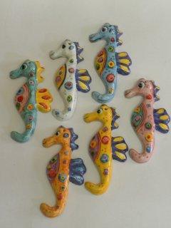 ( CODICE ARTICOLO: AS/01) Cavallucci marini in ceramica fatti e dipinti a mano. modello piccolo. Tecnica: maiolica.
