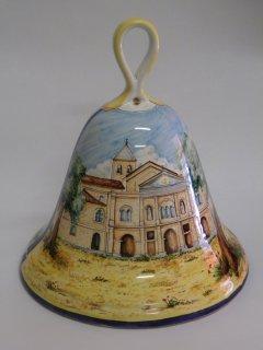 (CODICE ARTICOLO: HI/15) Campana in ceramica dipinta a mano raffigurante la Chiesa dell'Incoronta di Vasto. Tecnica: maiolica