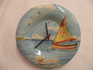(CODICE ARTICOLO: AZ/33) Orologio in ceramica, dipinto a mano, con logo aziendale.Tecnica: maiolica