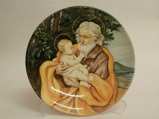 ( CODICE ARTICOLO: LC/08 ): Piatto in ceramica dipinto a mano raffigurante San Giuseppe con Bambino. Tecnica: maiolica