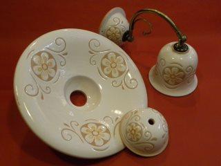 (CODICE ARTICOLO: ILL/20) Lampadari in ceramica dipinti a mano, parzialmente smaltati e decorati a mano.Tecnica: maiolica