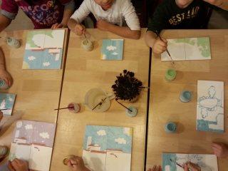 Frammenti di creatività durante i corsi di ceramica per bambini presso il nostro laboratorio di ceramica Creta Rossa di Vasto